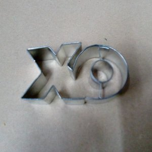 Naughts and crosses cookie cutter