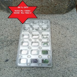 Magnetic mold for rectangular shaped chocolates